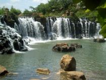 Thử tắm thác Giang Điền khi mua vé máy bay đi Sài Gòn.