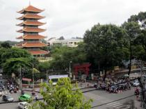 Tham quan Chùa Việt Nam Quốc tự bằng vé máy bay đi TPHCM
